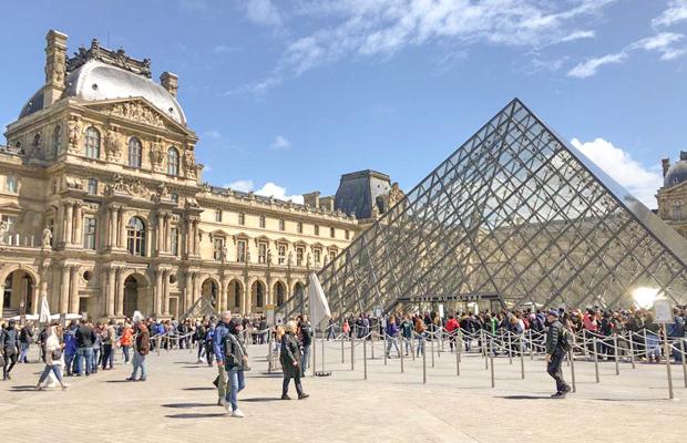 מועדי פתיחת אתרים בפריז