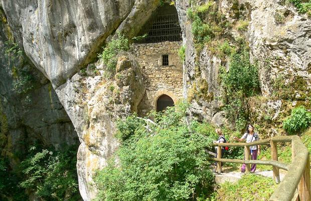 טיול עם ילדים במערות נטיפים בסלובניה